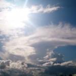 ドラマチックな雨上がりの雲