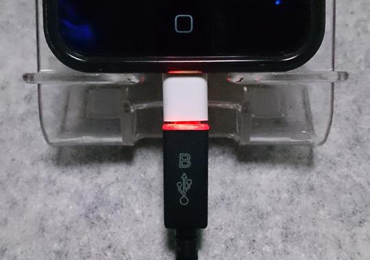 充電中:赤点灯