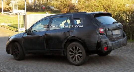 スバル新型アウトバックのテスト車