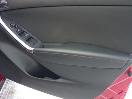 CX-5のドア アームレストを初期型から現行型に交換