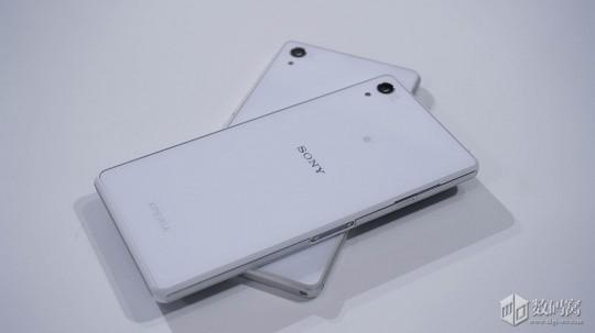 Xperia Z2のグローバル版と中国版の外観比較