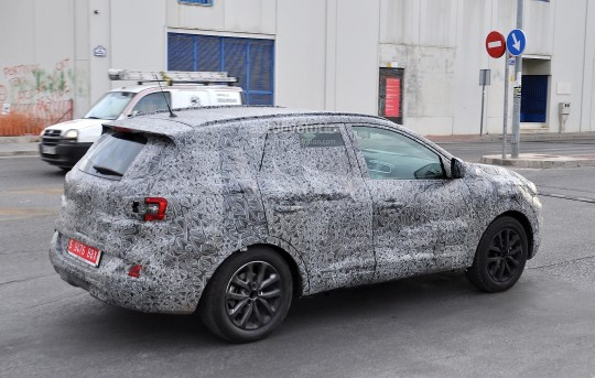 all-new-2016-renault-koleos-spied-with-production-body-for-the-first-time_8
