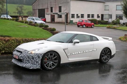 2016-Nissan-GT-R-M4