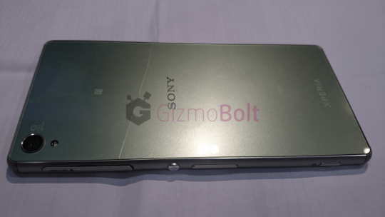 Xperia-Z3-Screen-Cracking-Issue