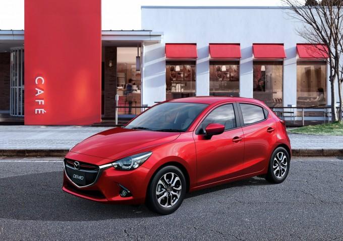 新型Mazda2