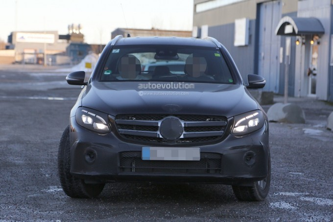 2016-mercedes-glc-spy-photos-show-nearly-undisguised-pre-production-prototypes_4
