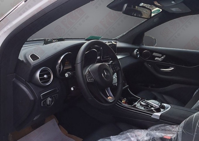 Mercedes-GLC-interior-spyshot
