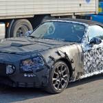 アルファロメオ新型124スパイダー アバルト版のテスト車両が捕捉されました
