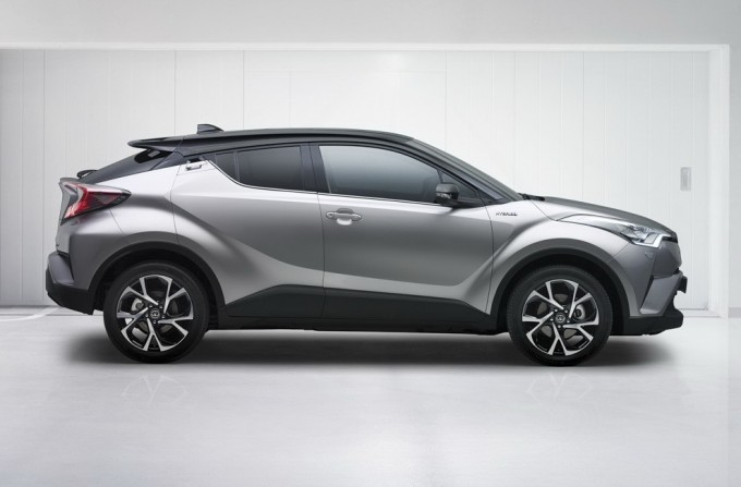 2017-toyota-c-hr-first-official-photos_4