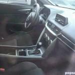 マツダ新型CX-4の廉価グレードの内装の写真