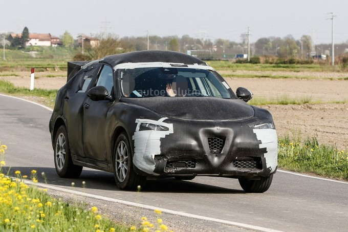 spyshots-2017-alfa-romeo-stelvio-tipo-949-wears-production-body_2
