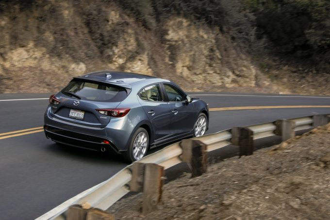 2015_Mazda3_5D_s_Touring_6MT_Blue_Reflex