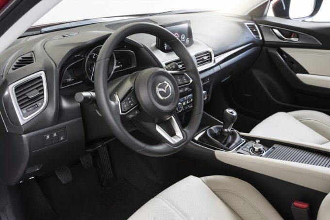 2017_Mazda3_25