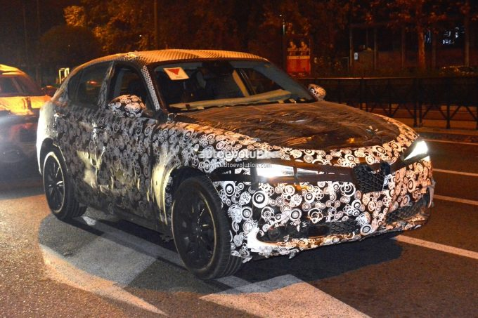 alfa-romeo-stelvio-suv-prototype-drops-some-camouflage-looks-like-a-sweetheart_2