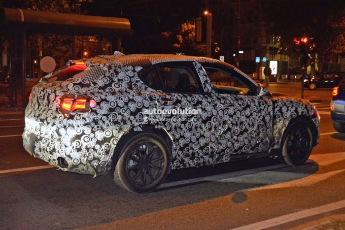 alfa-romeo-stelvio-suv-prototype-drops-some-camouflage-looks-like-a-sweetheart_5