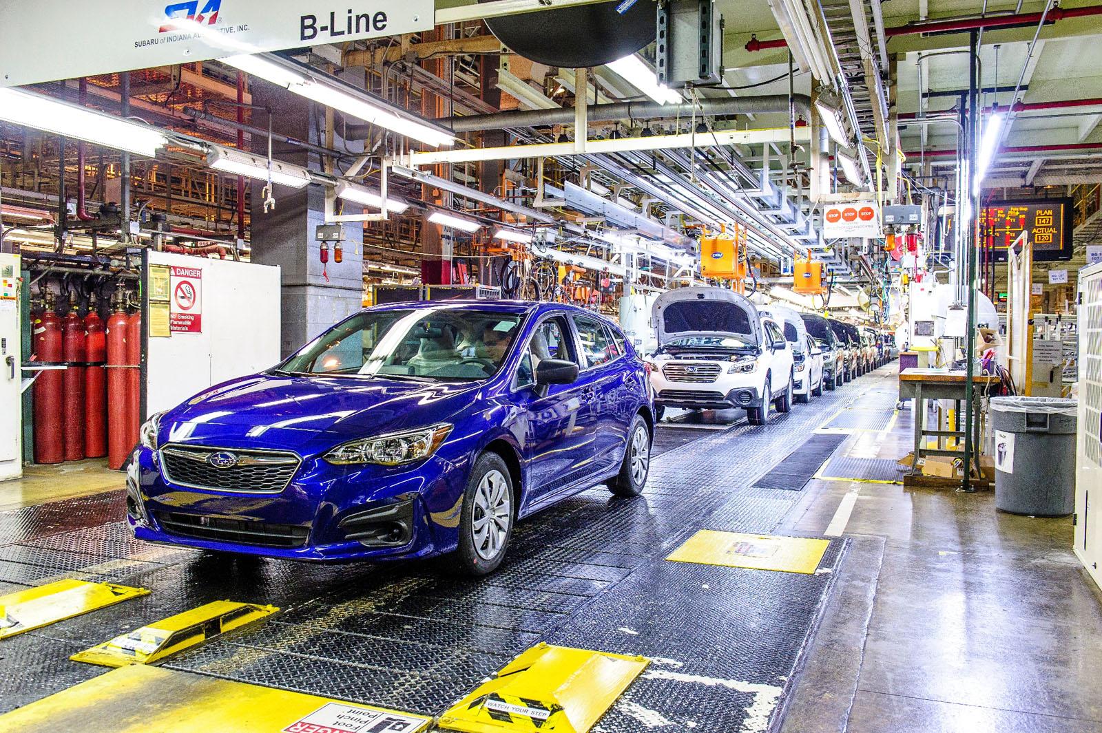 スバル、米国工場で新型インプレッサの生産を開始、初号車ロールアウト!