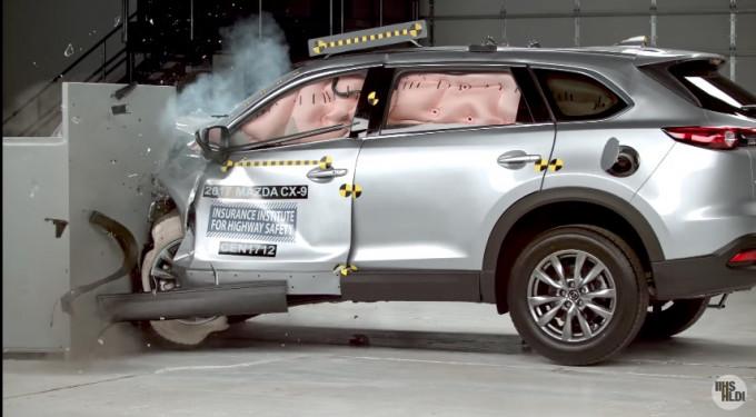 マツダの理想のドラポジは事故による負傷リスクを減らす