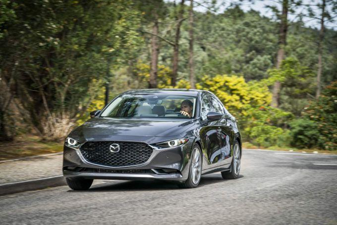 マツダ新型Mazda3欧州仕様セダン