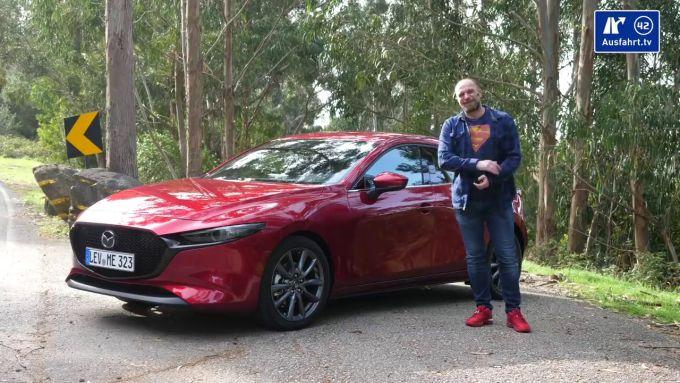 動画:新型Mazda3ハッチバックの内外装を詳しく説明