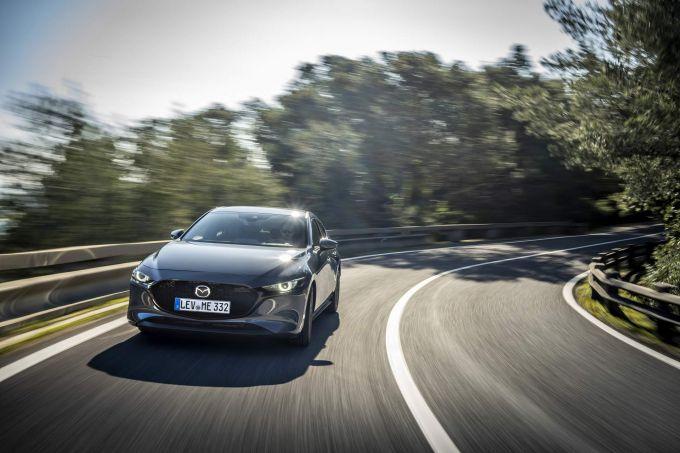 新型Mazda3、スペインでのSKY-X投入に遅れ