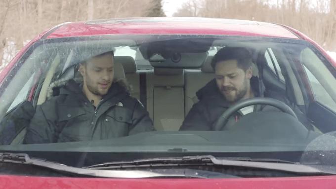 新型Mazda3とElantraのライバル比較動画