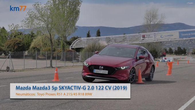 新旧Mazda3のダブルレーンチェンジを比較