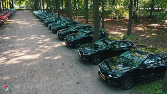 [動画]オランダでお披露目された50台ものマツダCX-30