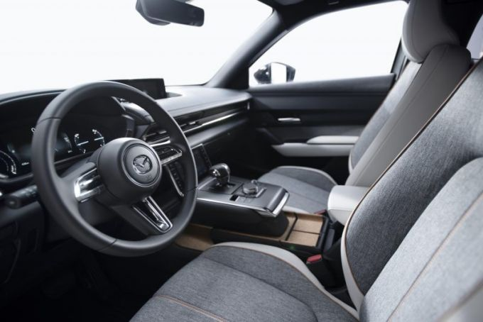 マツダ、量産EV「MX-30」を発表!欧州では予約開始