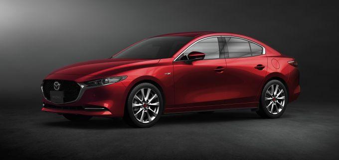 マツダ、走行性能と安全性の向上を図った新型Mazda3を発売