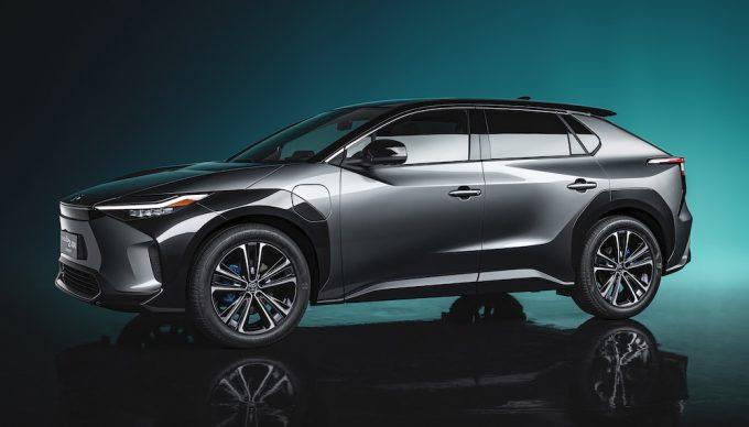 トヨタが発表した新型EV「TOYOTA bZ4X」の新AWDシステムが気になる