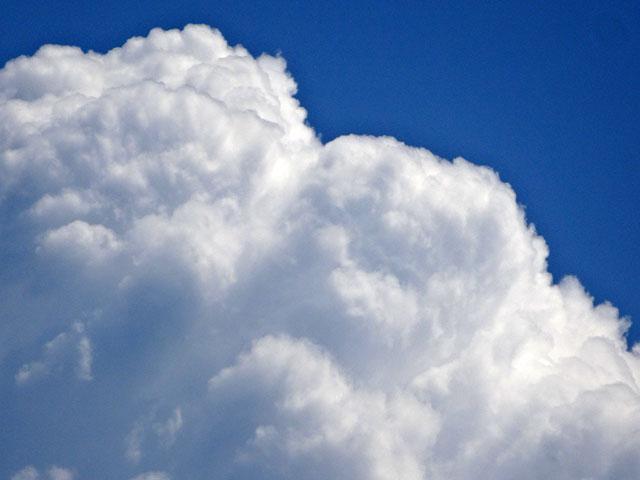 もくもくした雲をどアップで
