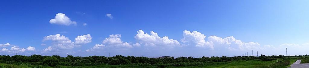 夏らしい雲のパノラマ写真